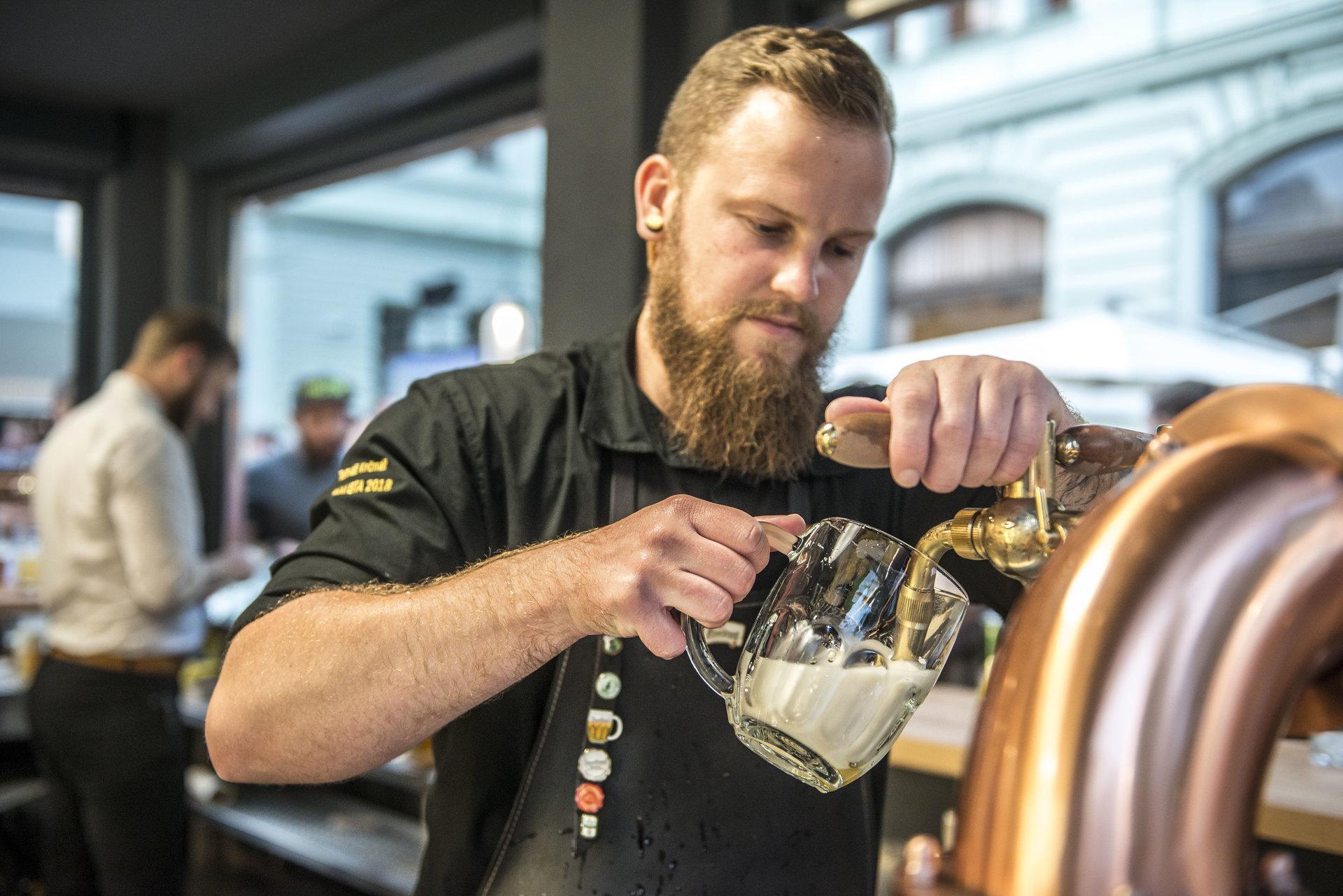 Pivní Bar: Pilsner Urquell & Vinohradský pivovar